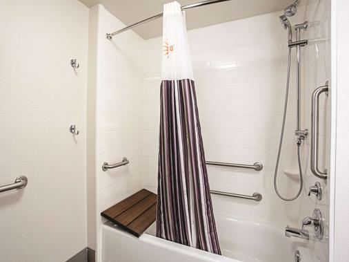 La Quinta Inn & Suites by Wyndham Baltimore N / White Marsh - Baltimore - Phòng tắm