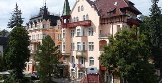 Lazensky Hotel Smetana - Vysehrad - Karlsbad - Bygning