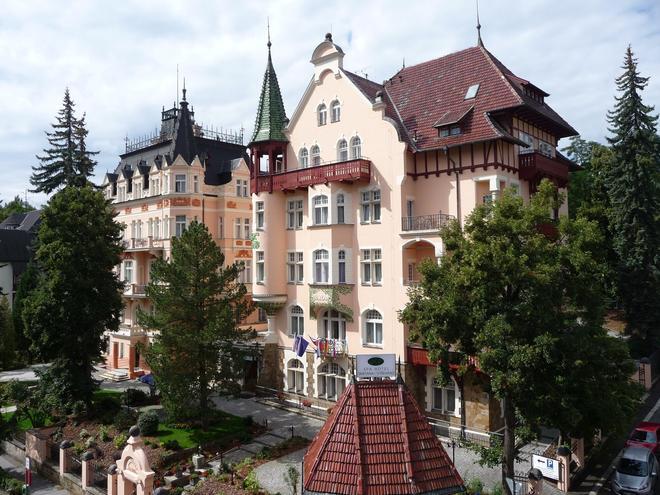 Lazensky Hotel Smetana - Vysehrad - Carlsbad - Building