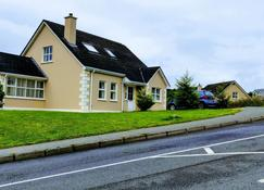 Lovely 4-bed House in Letterkenny - Letterkenny - Edifício