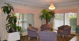 Fairview Inn And Suites - Mobile - Living room