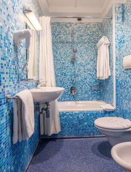 Best Western Hotel Plaza - Naples - Bathroom