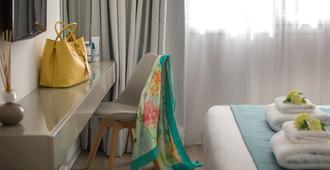 Anemi Hotel & Suites - Paphos - Phòng ngủ