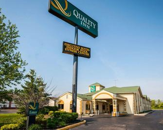 Quality Inn Franklin I-65 - Franklin - Building
