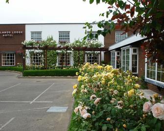 Oaklands Lodge Hotel - Trinity - Gebäude