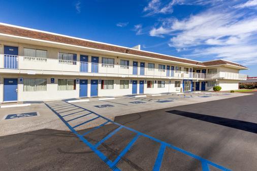 Motel 6 Phoenix North Bell Road - Phoenix - Building