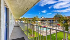 Motel 6 Phoenix North Bell Road - Phoenix - Balcony
