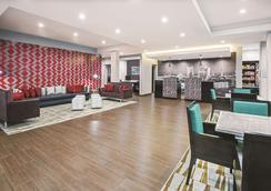La Quinta Inn & Suites by Wyndham San Antonio by AT&T Center - San Antonio - Lobby