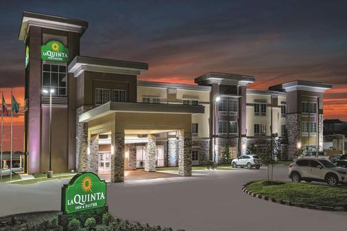 La Quinta Inn & Suites by Wyndham San Antonio by AT&T Center - San Antonio - Building