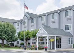 Microtel Inn & Suites by Wyndham Greensboro - Greensboro - Κτίριο