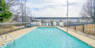 Knights Inn Chattanooga - Chattanooga - Piscina