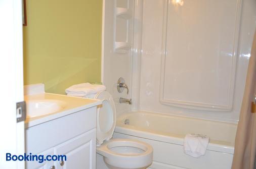 Coachman Inn - Regina - Bathroom
