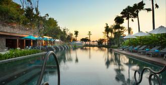 峇里水明漾海灘英迪格酒店 - 登巴薩 - 室外景