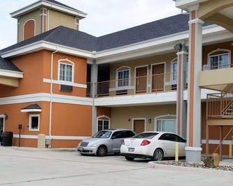 Studio 6 Beeville, TX - Beeville - Building