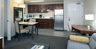 Residence Inn by Marriott Beverly Hills - Los Angeles - Kitchen