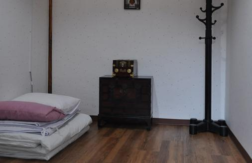 Yoo's Family Guest House - Seoul - Bedroom