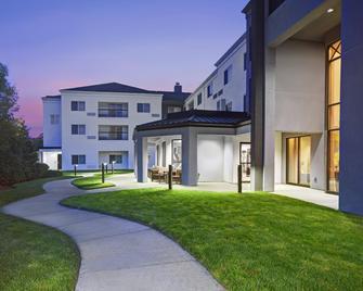 Courtyard By Marriott Raynham - Raynham - Building