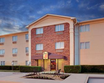 Super 8 By Wyndham Grapevine/Dfw Airport Northwest - Grapevine - Building