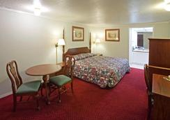 Americas Best Value Inn Lansing - Lansing - Bedroom