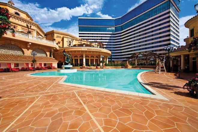 Peppermill Resort Spa Casino - Reno - Pool