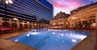 Peppermill Resort Spa Casino - רנו - בריכה