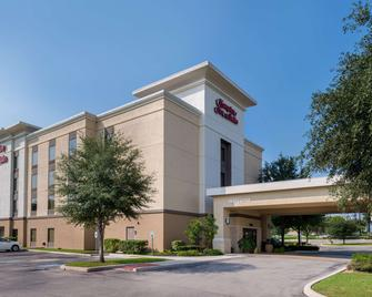 Hampton Inn & Suites Schertz - Schertz - Building