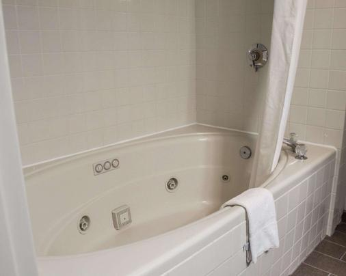 Sleep Inn Historic - Williamsburg - Bathroom