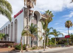 Ramada by Wyndham Oceanside - Oceanside - Building