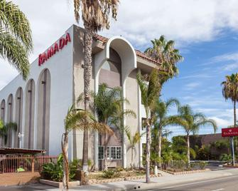 Ramada by Wyndham Oceanside - Oceanside - Building