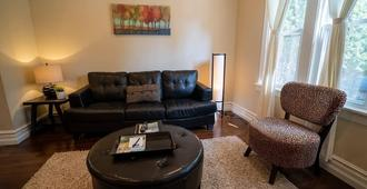 Licensed Vacation Rental,best Neighborhood Close To Wrigley, Shopping, And Dini - Chicago - Sala de estar