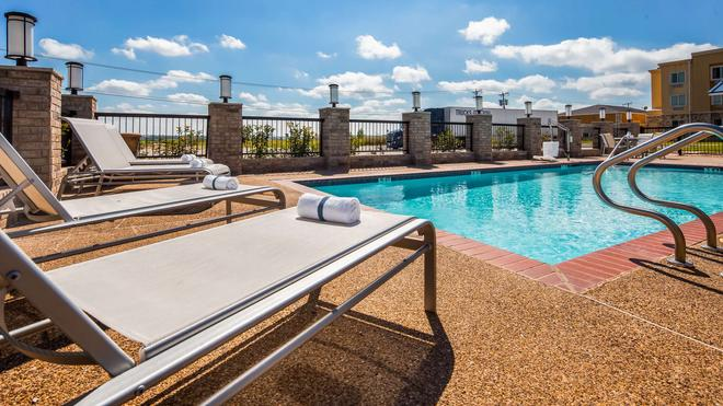 Best Western Club House Inn & Suites - Mineral Wells - Pool