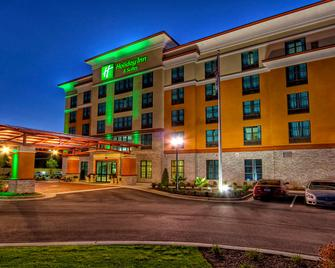 Holiday Inn & Suites Tupelo North - Тупело - Building