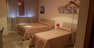 聖阿德里安娜飯店 - 雷焦卡拉布里亞 - 臥室