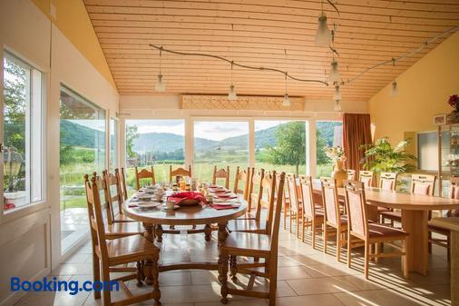 Hôtel-Gîte Rural à 3 km de Delémont - Delémont - Dining room