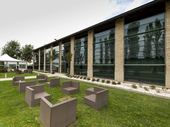 Hotel City Parma - Parma - Building