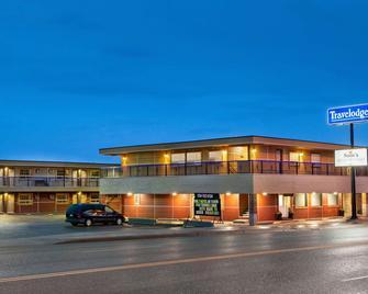 Travelodge by Wyndham Dawson Creek - Доусон-Крік - Building
