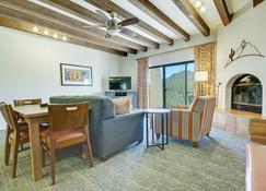 Starr Pass Golf Suites - Tucson - Living room