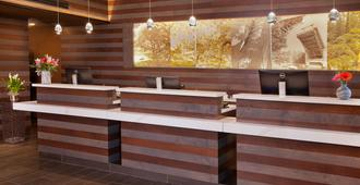Silver Cloud Hotel - Seattle University of Washington District - Seattle - Front desk