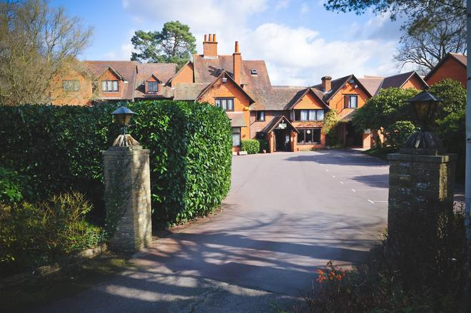 The Casa Hotel - Yateley - Building