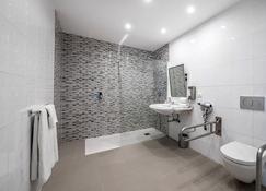 Hotel Puerta de Bilbao - Barakaldo - Bathroom