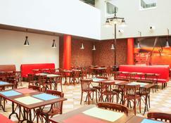 إيبيس لودز سنتروم - لودز - مطعم