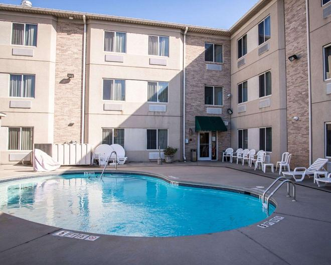 Sleep Inn & Suites at Concord Mills - Concord - Πισίνα