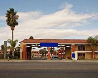 Days Inn by Wyndham Hemet - Hemet - Building