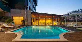 Holiday Inn Cagliari - Cagliari - Piscina