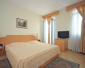 Hotel Sajo - Budva - Bedroom