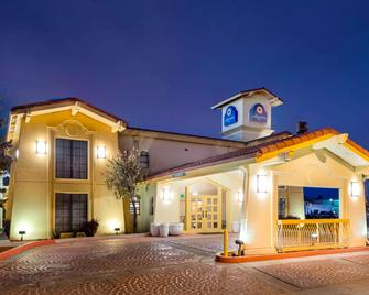 La Quinta Inn Farmington - Farmington - Building