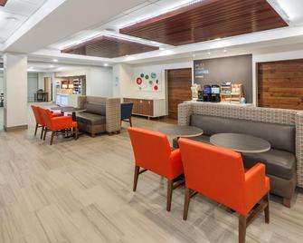 Holiday Inn Express & Suites Tilton - Tilton - Лаунж