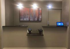 The Tremont Chicago Hotel at Magnificent Mile - Chicago - Front desk