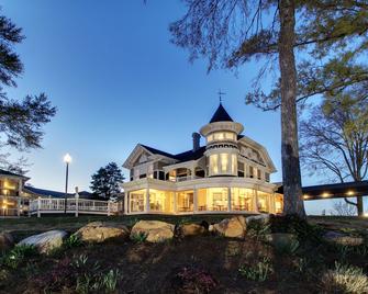 Hotel Finial, Best Western Premier Collection - Анністон - Будівля