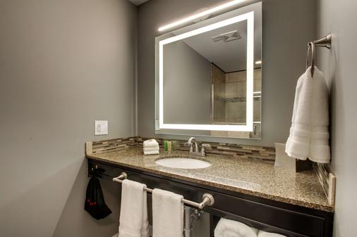 Hotel Finial, BW Premier Collection - Anniston - Bathroom